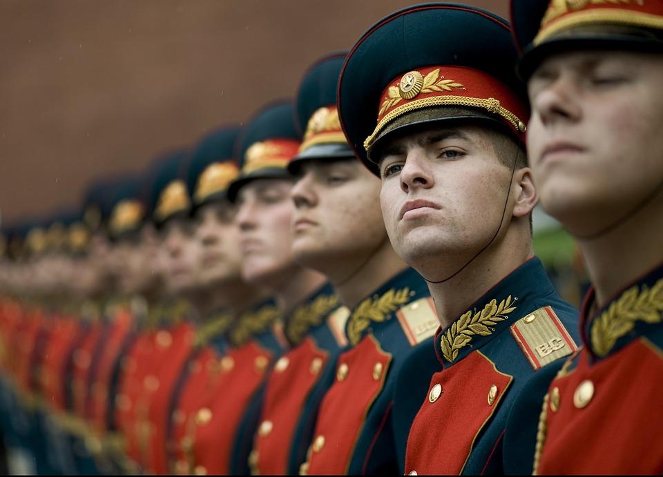 Dans la main ferme de la Russie